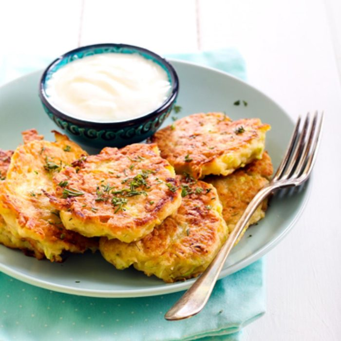Baked zucchini pancakes with spiced yogurt - foodworldblog